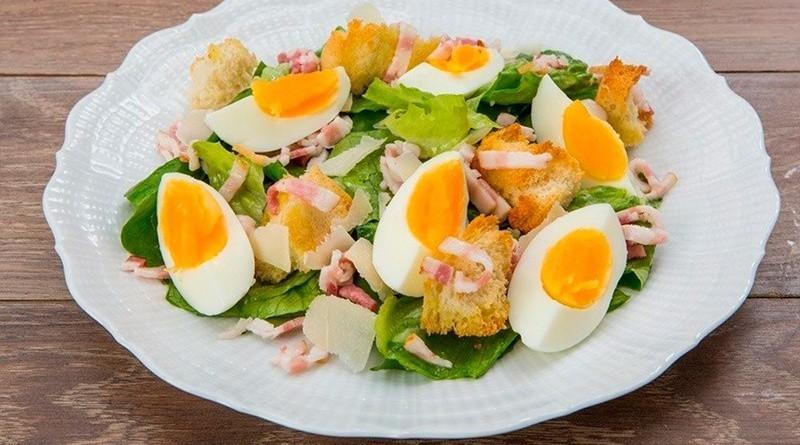 Салаты с вареным яйцом