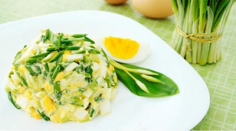 Яичный салат с зелёным луком