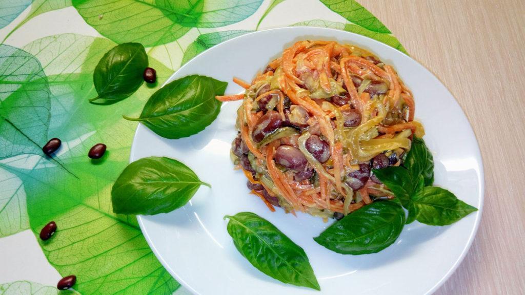 Салат с отварной фасолью