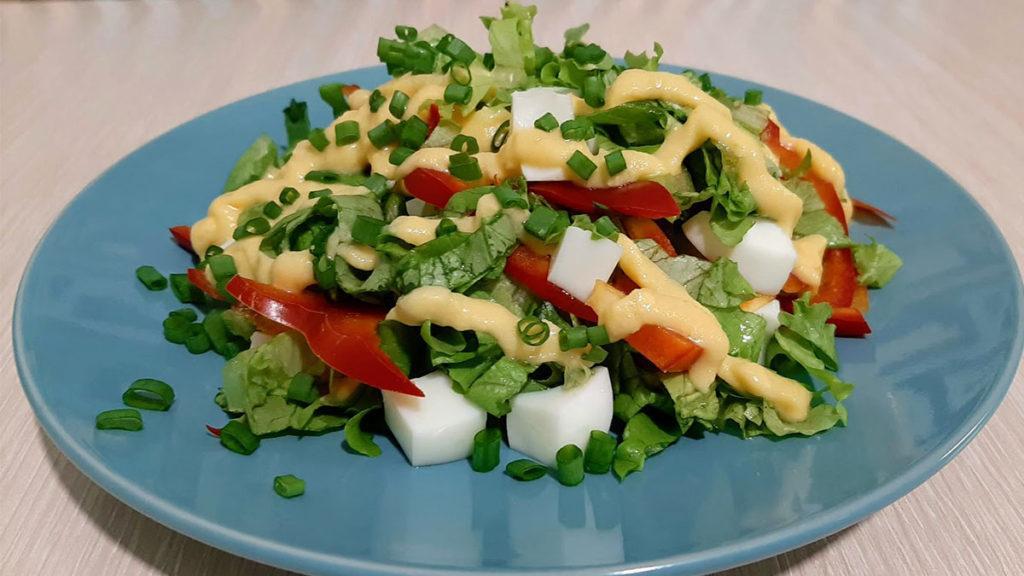 салат с яйцом и болгарским перцем