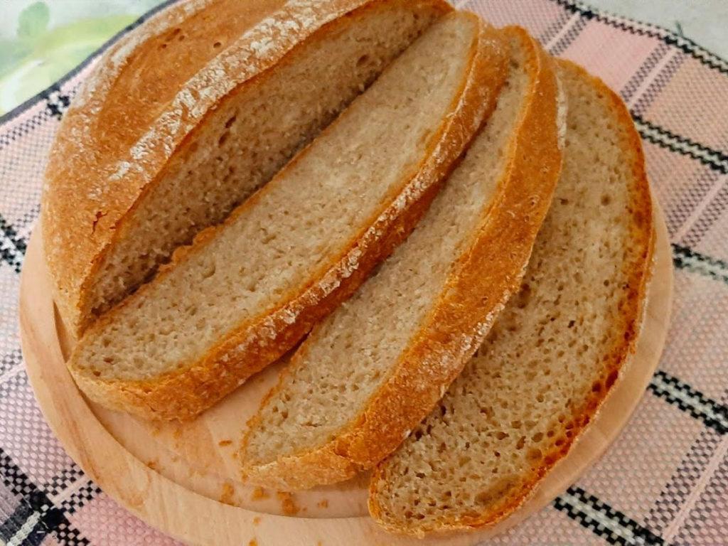 хлеб из цельнозерновой муки. разрез