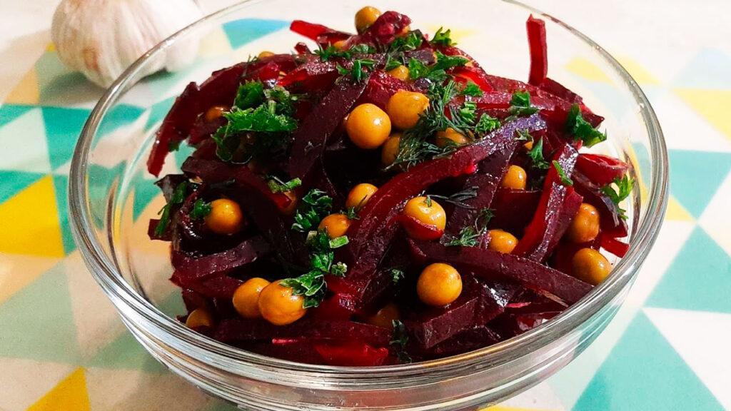 Салат из свеклы и зеленого горошка