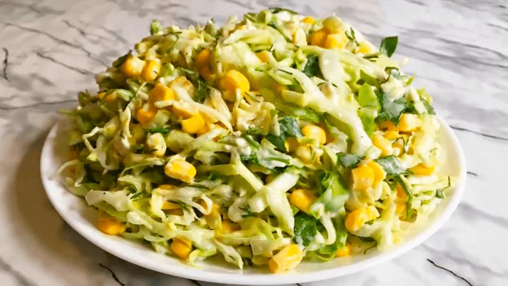 Салат из молодой капусты с плавленым сырком