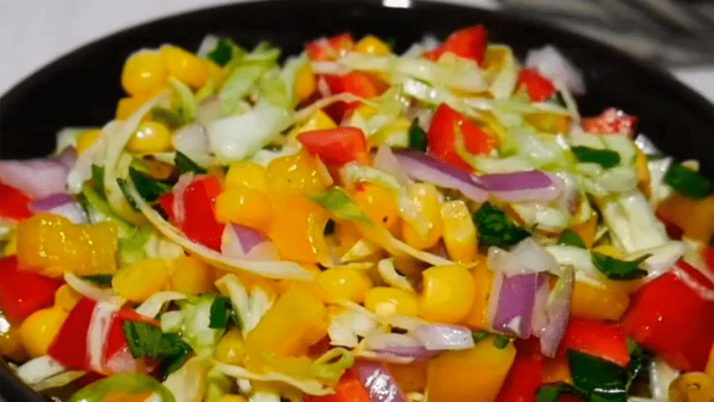 Салат из молодой капусты с болгарским перцем