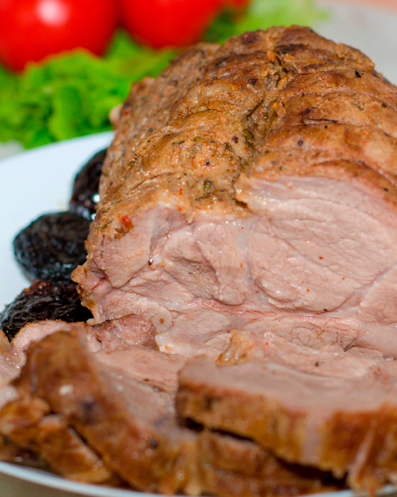 Буженина из свинины с черносливом в духовке