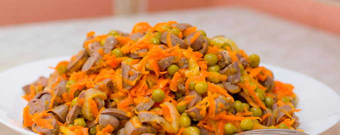 Салат из криных сердечек с зеленым горошком