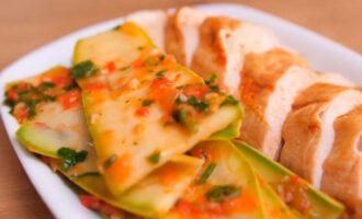 Кабачки в овощном маринаде
